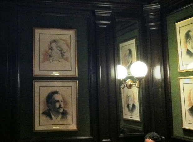 Twain's potrait in the corner of the Round Robin Bar & Lounge _ Willard Hotel